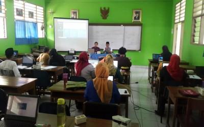 """Peningkatan Mutu dengan Pelatihan Penggunaan Aplikasi """"SiPintar"""" bagi Guru"""